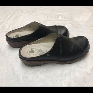 El Naturalista Black Mule Clogs